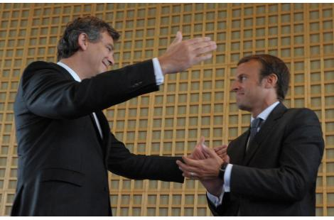 Outgoing French Economy Minister Arnaud Montebourg (L) congratulates on August 27, 2014 with his...
